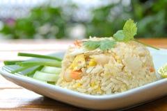 Stekt rice med räkan, thailändsk kokkonst Arkivfoton