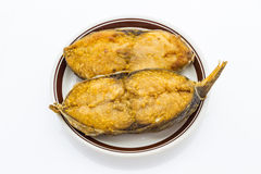 Stekt rimmad fisk (konungmakrillen) Arkivbild