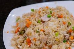 Stekt ris med griskött och vegetabal royaltyfri foto
