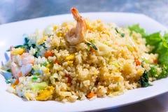 Stekt ris med räka och vegetabal royaltyfria foton