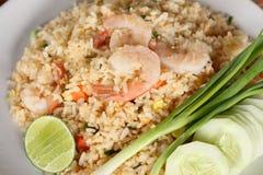 Stekt risrecept med räka, asiatisk kokkonst Arkivfoto