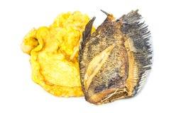 Stekt slagit ägg med den Fried Trichogaster pectoralisen Royaltyfri Foto