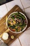Stekt tioarmad bläckfisk med grönsaker Royaltyfri Foto