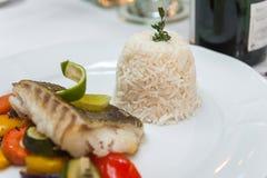 Stekt torsk med ris Royaltyfria Bilder
