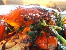 Stekt under omrörning krabba med svartpeppar Arkivbild
