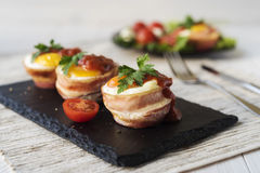 Stekte ägg med ost och bacon Royaltyfri Bild