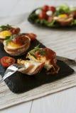 Stekte ägg med ost och bacon Royaltyfria Bilder