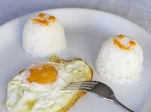 Stekte ägg med ris Royaltyfri Fotografi