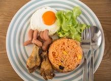 Stekte ägg och stekte ris för frukost eller andra gånger Royaltyfri Bild