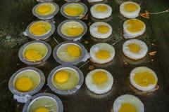 Stekte ägg på den lokala restaurangen fotografering för bildbyråer