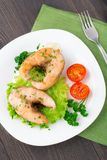 Stekte fisk och grönsaker Fotografering för Bildbyråer