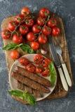 Stekte korvar med tomater Royaltyfri Foto