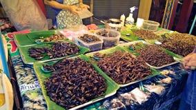 Stekte kryp för gata asiatisk mat Arkivbilder