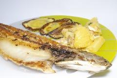 Stekte läckra spanjoren för fisk äter den havs- matställen arkivfoto