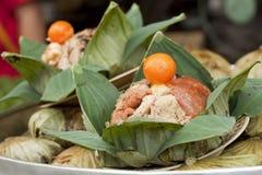 stekte leaflotusblommar emballage thai rice Arkivbild
