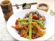 stekte mixstirgrönsaker royaltyfri bild