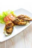 Stekte musslor med tomatsås Royaltyfria Bilder