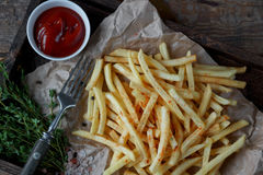 Stekte potatisar, fransman steker, snabbmatuppsättningen Arkivbilder