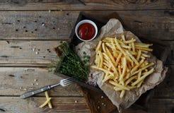 Stekte potatisar, fransman steker, snabbmatuppsättningen Royaltyfri Foto