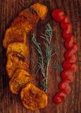 Stekte potatisar med rosmarinar Arkivbild