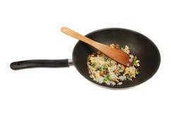 Stekte ris i en woka Royaltyfri Foto
