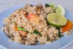 Stekte ris med griskött, thailändsk mat Royaltyfria Bilder