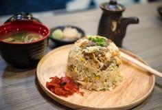 Stekte ris med laxen Arkivbilder