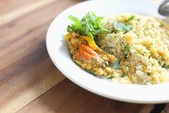 Stekte ris med musslor royaltyfria bilder
