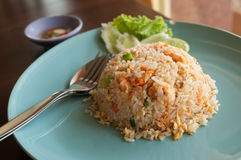 Stekte ris med räka. Royaltyfri Fotografi