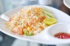 Stekte ris med räkor, thailändsk mat Royaltyfri Fotografi