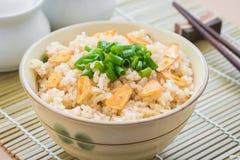 Stekte ris med vitlök i bunke Fotografering för Bildbyråer