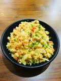 Stekte ris med vitlök i japansk stil royaltyfria bilder