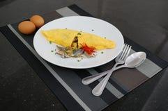 Stekte ris som slås in med omelett Royaltyfria Foton