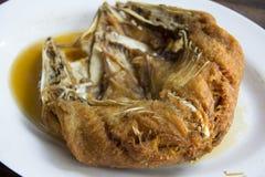 Stekte snapper på en havs- restaurang i Thailand Royaltyfria Bilder