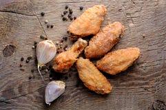 Stekte stekt kycklingvingar arkivfoto