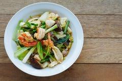 Stekte under omrörning blandade grönsaker med ostronsås fotografering för bildbyråer