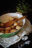 Stekte unga potatisar Arkivbild