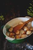Stekte unga potatisar Arkivbilder