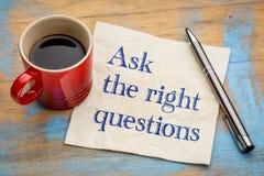 Stel de juiste vragen - servetconcept Stock Foto's