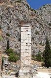 Stele del griego clásico encontrado en Delphi imagenes de archivo