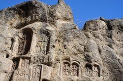 Steles de piedra con las cruces, monasterio de Geghard, Armenia Imagen de archivo libre de regalías
