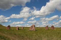 Steles de piedra en la estepa en Siberia Imágenes de archivo libres de regalías