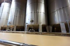Stell桶在酿酒厂 库存照片