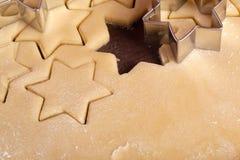 Stella dei biscotti di taglio Fotografie Stock Libere da Diritti