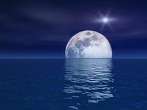 Stella del quasar sopra la luna di notte sopra il mare Fotografie Stock Libere da Diritti