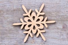 Stella di legno del fiocco di neve della decorazione di Natale Fotografie Stock