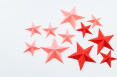 Stella fatta dei rossi carmini di colore di carta immagini stock