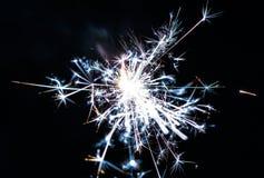 Stella filante bruciante isolata su fondo nero Fotografia Stock Libera da Diritti