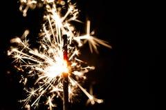 Stella filante bruciante isolata su fondo nero Fotografie Stock Libere da Diritti