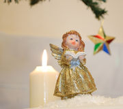 Stella sveglia di Angel Statue With Candle And Fotografie Stock Libere da Diritti